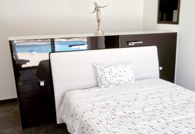 Tête de lit laquée