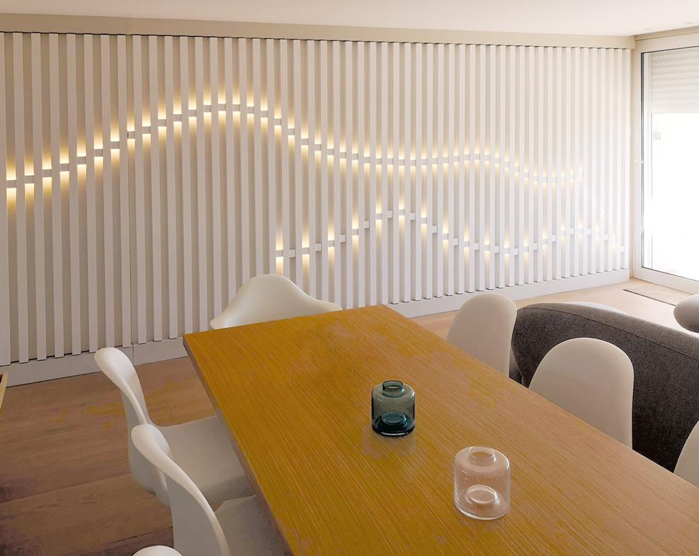 Table et cloison décorative