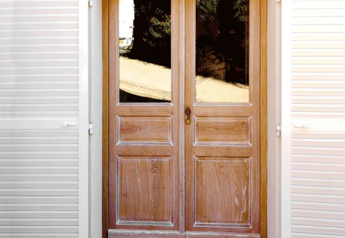 Porte d'entrée en bois et volets